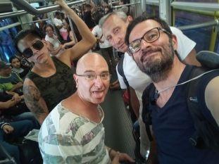 dans le métro de Medellín, avec de gauche à droite : Eduardo, Rafael et Patrick - l'autre ailleurs en Colombie, une autre idée du voyage