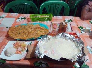 dîner, truite en sauce, sur la place Simon Bolivar à Salento- l'autre ailleurs en Colombie, une autre idée du voyage