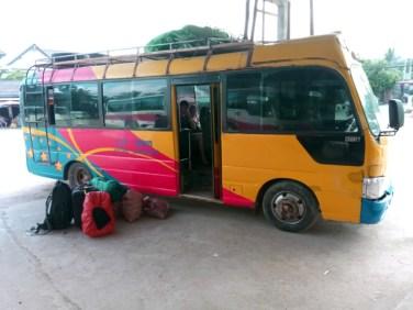 Le mini-bus pas du tout VIP de Luang Prabang vers Vientiane - l'autre ailleurs, une autre idée du voyage