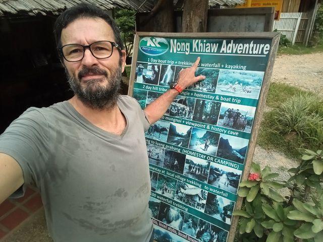 L'agence qui vend la journée bateau-baignade sous la cascade-kayak - l'autre ailleurs, une autre idée du voyage