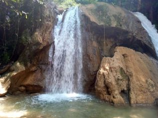 Cascade et vasque pour s'y baigner près de Nong Khiaw - l'autre ailleurs, une autre idée du voyage