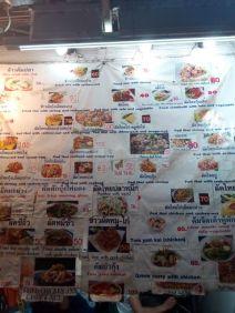 un aperçu de la nourriture proposée dans les street food à Chiang Rai - l'autre ailleurs, une autre idée du voyage