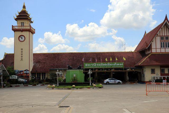la gare ferroviaire de Chiang Mai - l'autre ailleurs, une autre idée du voyage