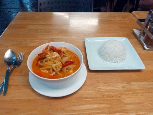 Curry jaune aux fruits de mer - dernier dîner à Bangkok - l'autre ailleurs, une autre idée du voyage