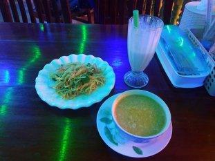 Dîner dans un restaurant végétarien, Marie - Min, un vrai régal à Mandalay - l'autre ailleurs au Myanmar (Birmanie) et Thaïlande, une autre idée du voyage