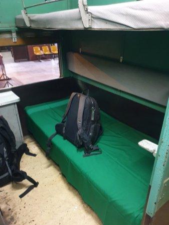 mon train pour Bagan dans la gare de Mandalay - l'autre ailleurs au Myanmar (Birmanie) et Thaïlande, une autre idée du voyage
