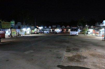 arrivé en bus de nuit à Bago, attendant le second bus pour Kin Pun - l'autre ailleurs au Myanmar (Birmanie) et Thaïlande, une autre idée du voyage