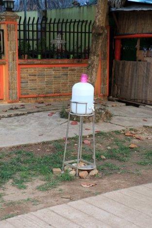une fontaine d'eau pour qui a soif , petite ville de Kin Pun - l'autre ailleurs au Myanmar (Birmanie) et Thaïlande, une autre idée du voyage