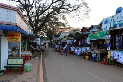 dans la petite ville de Kin Pun - l'autre ailleurs au Myanmar (Birmanie) et Thaïlande, une autre idée du voyage