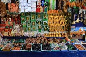 vente de souvenirs en tous genres sur le site du fameux rocher d'or (Golden Rock) au Myanmar - l'autre ailleurs au Myanmar (Birmanie) et Thaïlande, une autre idée du voyage