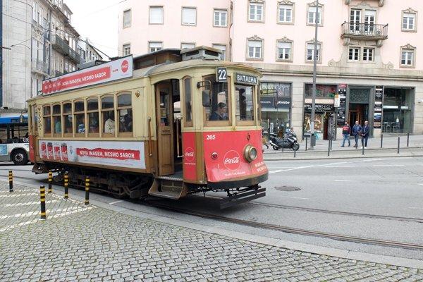 Un tramway - l'autre ailleurs à Porto, une autre idée du voyage