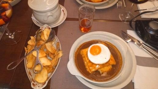 la francesinha au restaurant Brasão - l'autre ailleurs à Porto, une autre idée du voyage
