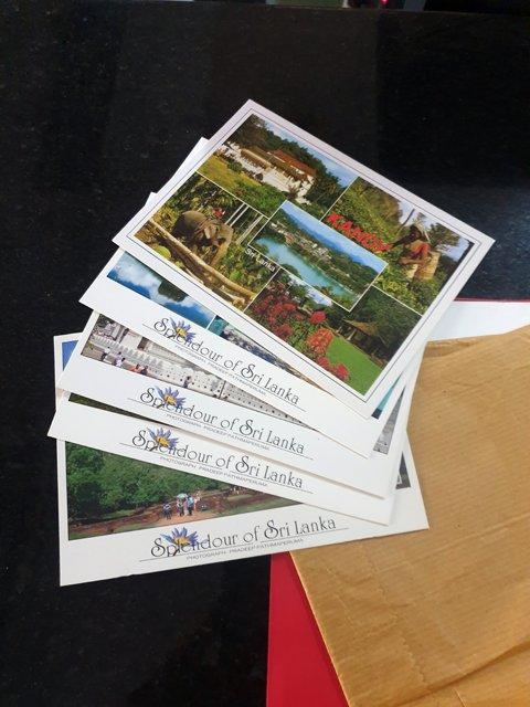 de nouvelles cartes postales sont parties depuis Sigyria - l'autre ailleurs au Sri-Lanka, une autre idée du voyage