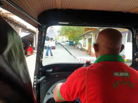 un dernier tuc-tuc pour aller à la gare ferroviaire de Galle - l'autre ailleurs au Sri-Lanka, une autre idée du voyage