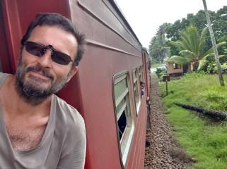 dans le train depuis Galle vers Colombo - l'autre ailleurs au Sri-Lanka, une autre idée du voyage