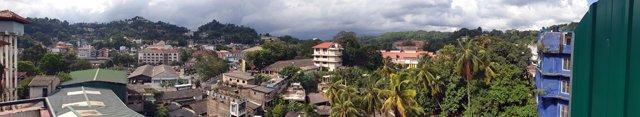 la vue depuis le balcon de ma chambre d'hôtel à Kandy - l'autre ailleurs au Sri-Lanka, une autre idée du voyage
