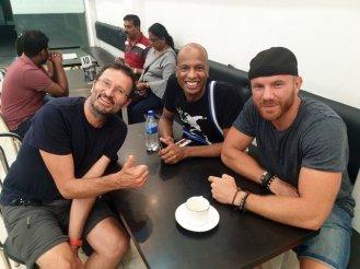 avec Teddy et Alex, Nicolas prenant la photo à Kandy - l'autre ailleurs au Sri-Lanka, une autre idée du voyage