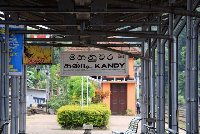 gare de Kandy - l'autre ailleurs au Sri-Lanka, une autre idée du voyage