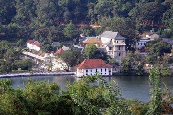 depuis un point de vue sur le lac de Kandy - l'autre ailleurs au Sri-Lanka, une autre idée du voyage