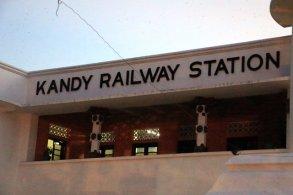 la gare ferroviaire de Kandy - l'autre ailleurs au Sri-Lanka, une autre idée du voyage