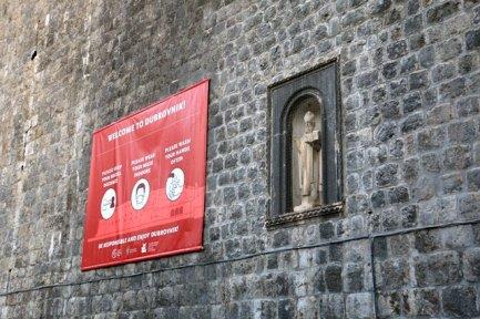 à l'entrée de la vieille vile de Dubrovnik, Covid oblige ! - l'autre ailleurs en Croatie, une autre idée du voyage