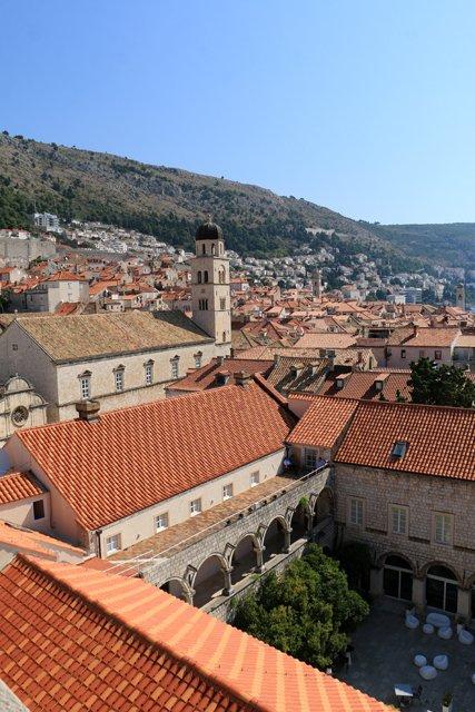la ville de Dubrovnik vue depuis les remparts qui la ceinturent - l'autre ailleurs en Croatie, une autre idée du voyage