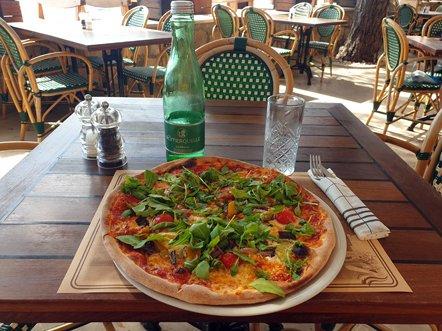 une bonne pizza à Bol sur l'île de Brač - l'autre ailleurs en Croatie, une autre idée du voyage