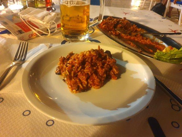 dîner au restaurant Kamenice : un risotto aux moules et 50 cl de bière : 16,24€ - l'autre ailleurs en Croatie, une autre idée du voyage