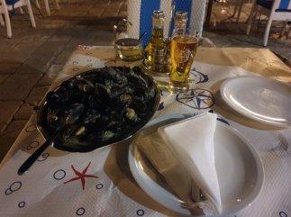 un bon plat de moules au restaurant Kamenice à Dubrovnik - l'autre ailleurs en Croatie, une autre idée du voyage
