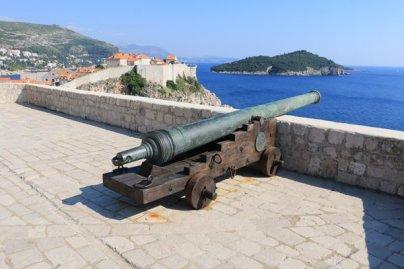 un canon en haut du fort Lovrijenac à Dubrovnik - l'autre ailleurs en Croatie, une autre idée du voyage