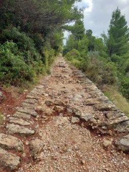 le chemin pour accéder au mont Srd à Dubrovnik - l'autre ailleurs en Croatie, une autre idée du voyage