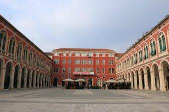 Trg Republike (place de la république) à Split - l'autre ailleurs en Croatie, une autre idée du voyage