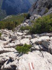 accédant au Pic de Zoljin dans le parc national de Paklenica - l'autre ailleurs en Croatie, une autre idée du voyage