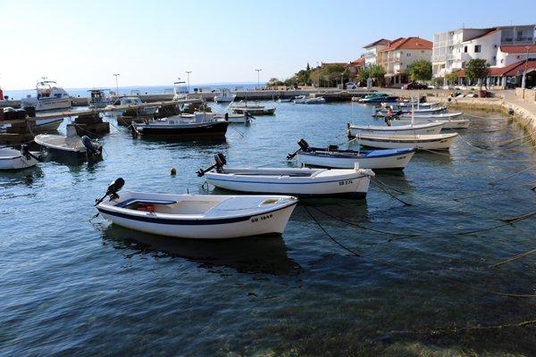 le petit port de Starigrad sous le soleil - l'autre ailleurs en Croatie, une autre idée du voyage