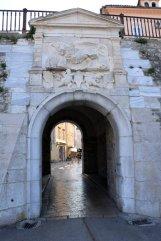 porte d'entrée de la ville historique de Zadar - l'autre ailleurs en Croatie, une autre idée du voyage