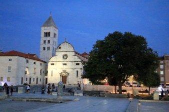 centre historique de Zadar à la nuit tombée - l'autre ailleurs en Croatie, une autre idée du voyage
