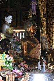 dans une temple de Chiang Mai - l'autre ailleurs au Myanmar (Birmanie) et Thaïlande, une autre idée du voyage