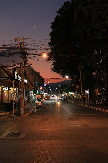 couleurs d'Asie, à la tombée de la nuit à Chiang Mai - l'autre ailleurs au Myanmar (Birmanie) et Thaïlande, une autre idée du voyage