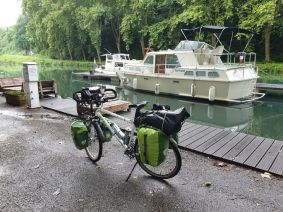 le canal latéral à la Garonne à côté d'un camping fort sympathique à Meilhan sur Garonne (47) - l'autre ailleurs en Vélo, une autre idée du voyage (www.autre-ailleurs.fr)