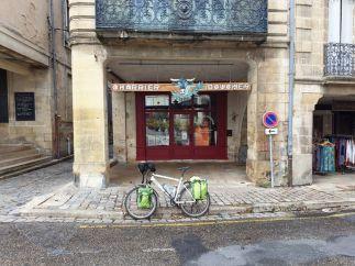 ironie d'un végétarien devant une boucherie à Bazas (33) - l'autre ailleurs en Vélo, une autre idée du voyage (www.autre-ailleurs.fr)