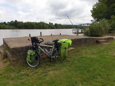 pause déjeuner près de la Garonne à Podensac (33) - l'autre ailleurs en Vélo, une autre idée du voyage (www.autre-ailleurs.fr)
