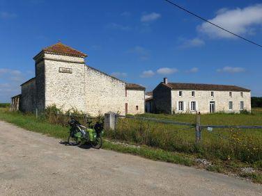 à St Sernin de Cadourne (33) sur la route vers Le Verdon sur mer (33)- l'autre ailleurs en Vélo, une autre idée du voyage (www.autre-ailleurs.fr)