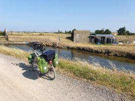 sur les chemins blancs à Jard-sur-Mer (85) - l'autre ailleurs en Vélo, une autre idée du voyage (www.autre-ailleurs.fr)