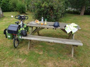 pause déjeuner à Landévant (56) - l'autre ailleurs en Vélo, une autre idée du voyage (www.autre-ailleurs.fr)