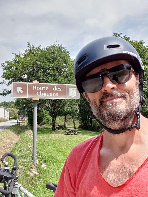 à Local-Mendon (56), je prends la route des Chouans - l'autre ailleurs en Vélo, une autre idée du voyage (www.autre-ailleurs.fr)