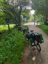 sur la voie verte, ancienne voie ferrée, quittant Concarneau (29) - l'autre ailleurs en Vélo, une autre idée du voyage (www.autre-ailleurs.fr)