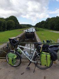 sur le canal de Nantes à Brest ici à Bréhan (56) - l'autre ailleurs en Vélo, une autre idée du voyage (www.autre-ailleurs.fr)
