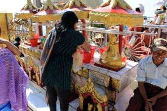 sur le site du rocher d'or (Golden Rock) au Myanmar - l'autre ailleurs au Myanmar (Birmanie) et Thaïlande, une autre idée du voyage