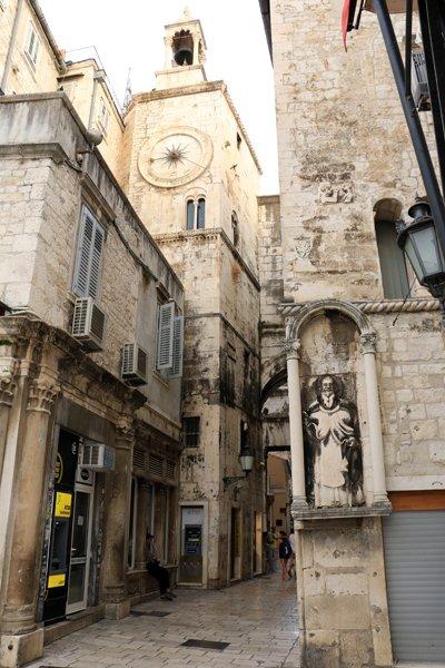 dans les rues de Split, un petit air de ressemblance avec Dubrovnik - l'autre ailleurs en Croatie, une autre idée du voyage