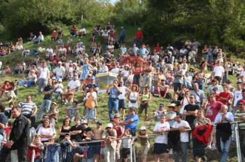 L'autocross de St Martin Valmeroux attire de nombreux spectateurs